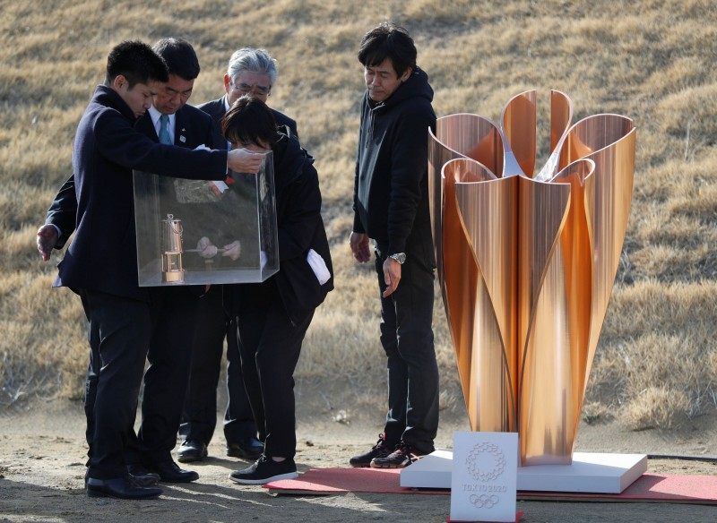 日本今天迎奉來自希臘雅典的奧運聖火,卻在傳遞火焰時被吹滅2次。(路透)