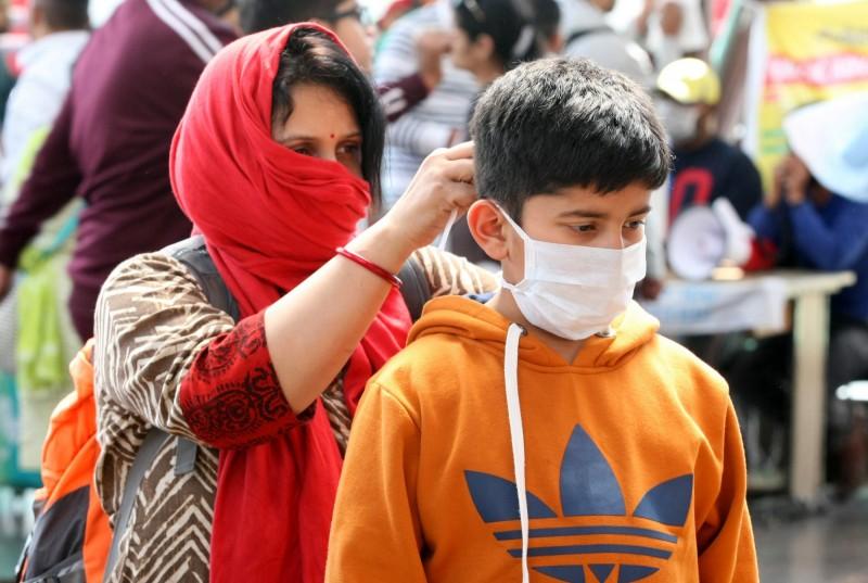 印度宣布禁止口罩、呼吸器以及口罩、防護服的原物料出口。(歐新社)