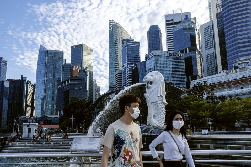 武漢肺炎疫情全球蔓延,新加坡政府上午通報,該國出現2名武漢肺炎死亡案例,為新加坡首次出現死亡案例。(美聯社)
