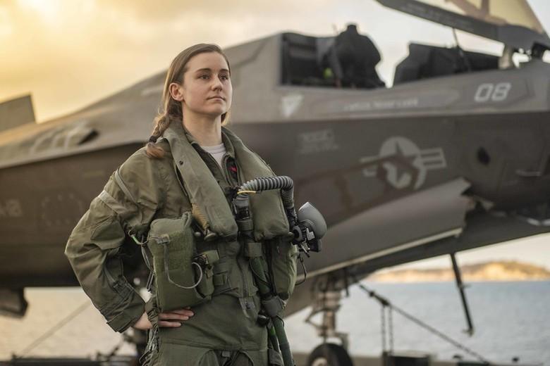 美國空軍上尉飛行員齊巴特(Melanie Ziebart),目前在印太地區美利堅號兩棲突擊艦(USS America)駕駛最新型的F-35B艦載戰鬥機,而美利堅號近來多次航行南海並起降F-35,震懾對南海諸島充滿野心的中國。(圖擷自美國第7艦隊網站)