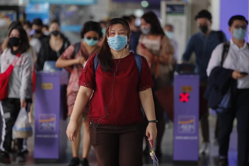 泰國新增89名武漢肺炎確診患者,創下該國歷來單日最多人感染的紀錄。圖為曼谷火車站乘客紛紛戴上口罩。(歐新社)