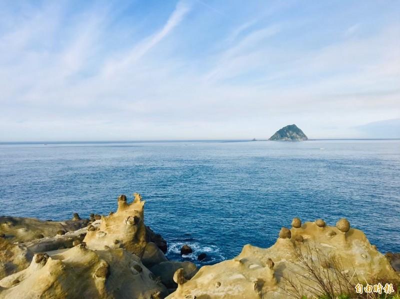 基隆「和平島公園」,是一座擁有絕佳海景視野的地質景觀公園;圖為海兔岩。(記者俞肇福攝)