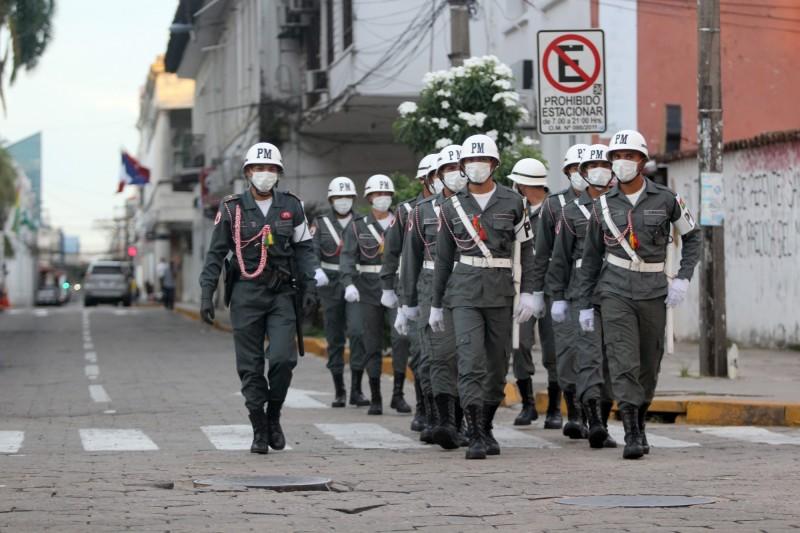 受到武漢肺炎疫情影響,玻利維亞宣布總統大選將延後,並實施全國性強制封鎖14天。圖為玻利維亞士兵在街上巡邏,避免民眾在公共場合聚集。(歐新社)