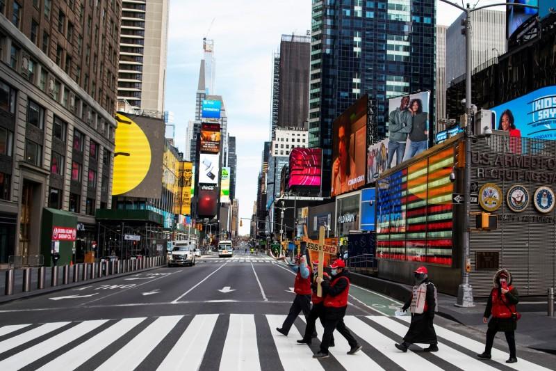 全球封城令,粗估近10億人被宅在家。圖紐約街頭一景。(路透)