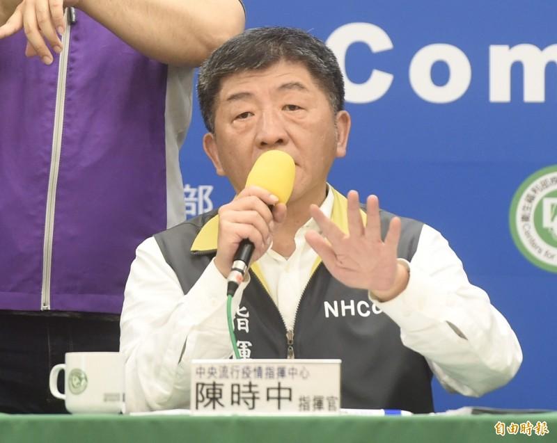中央流行疫情指揮中心指揮官陳時中今日表示,預估居家檢疫人數的高峰會落在同時有5.5萬人至6萬人。(記者簡榮豐攝)