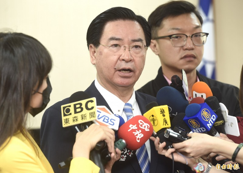 立法院外交及國防委員會,23日邀請外交部長吳釗燮列席備詢,會前接受媒體訪問。(記者簡榮豐攝)