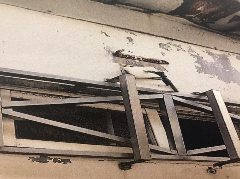 6名越南偷渡客破窗逃亡,被發布追緝。(記者歐素美翻攝)