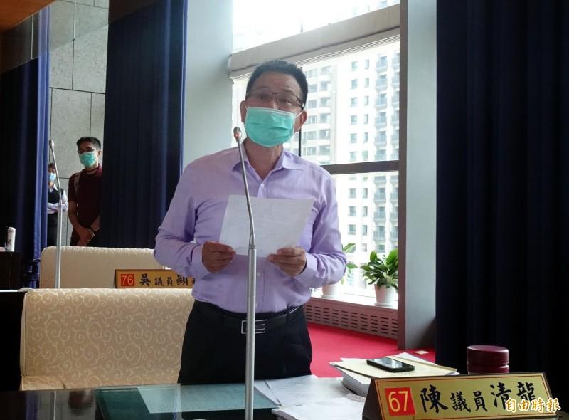 台中市議員陳清龍為滑冰隊請命,呼籲市府規劃興建滑冰場。(記者張菁雅攝)