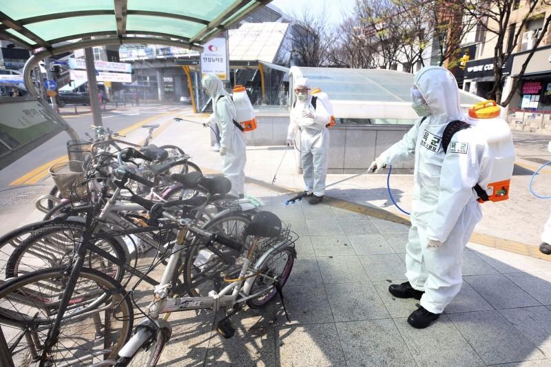 中國武漢肺炎持續延燒,韓媒今報導,境內新增100例確診、6人死亡與233人康復。示意圖。(美聯社)