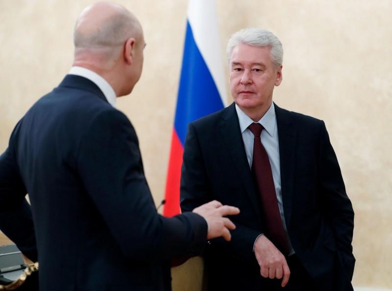 莫斯科市長索比亞寧(右)表示,實際病例數還不明,但肯定的是,首都情勢正在迅速惡化中。(美聯社)