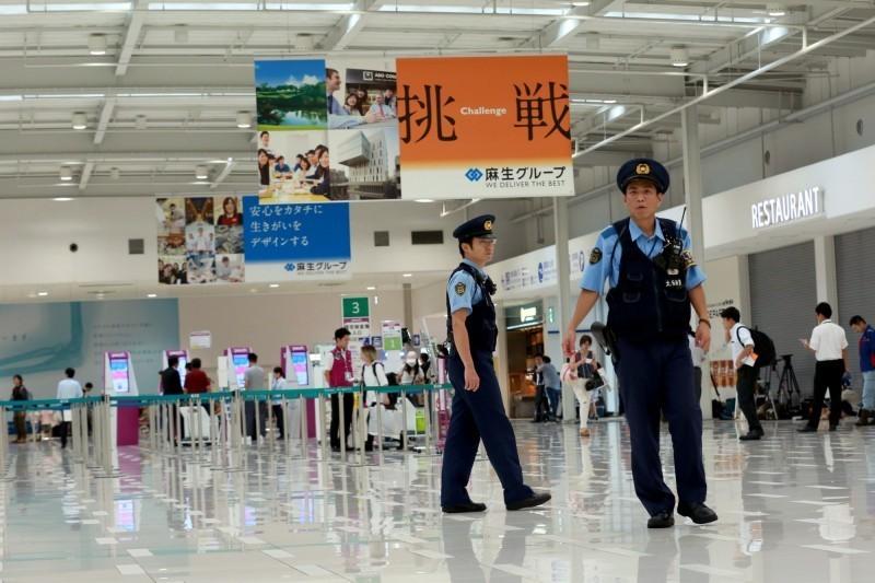 日本外交部今日將全球危險信息提升到2級,要求停止一切不必要、非緊急的出國旅行,此為日本第一次向全球發布危險訊息。(彭博)