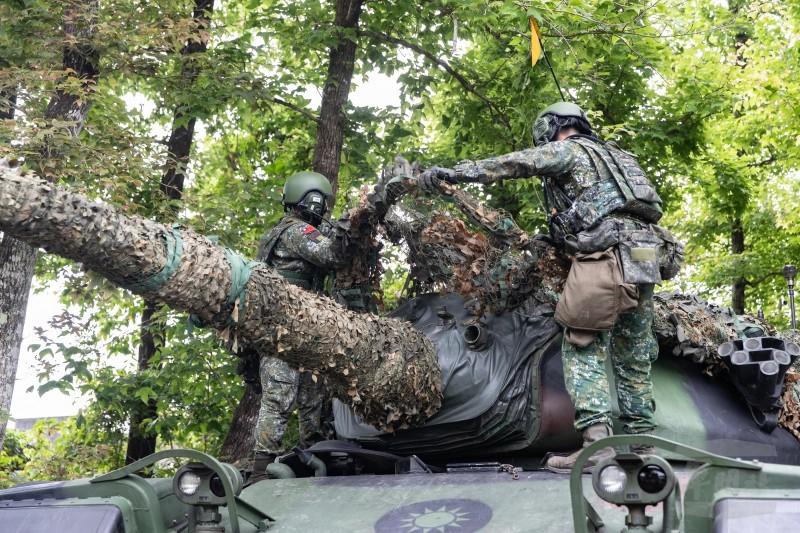 軍方提到,透過此次訓練增加國軍「隱蔽、掩蔽、偽裝、欺敵、機動」的能力。(軍聞社提供)