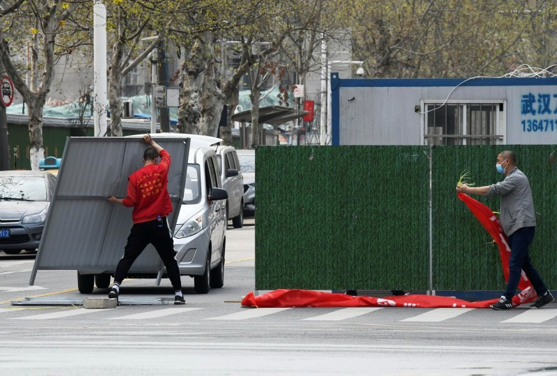 武漢肺炎疫情持續在全球延燒,不過近期中國官方稱只剩零星病例,今日凌晨起湖北省除武漢以外地區的交通已陸續恢復。(路透)