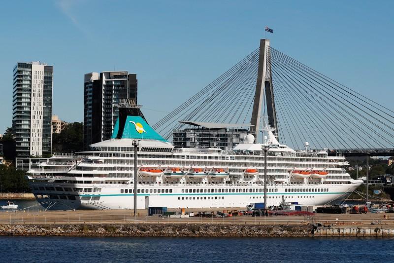 被西澳州當局拒絕停靠的德國郵輪「MV Artania」。(彭博)