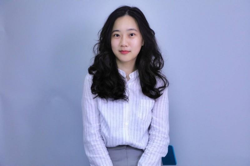 國民黨未婚正妹發言人洪于茜,今天一早就收到祝賀花籃。(國民黨提供)