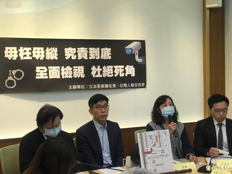 民進黨立委鍾佳濱今召開記者會,針對獄中發生在監視死角動用私刑一事,要求矯正署應盡速掌握、加以改善(記者彭琬馨攝)