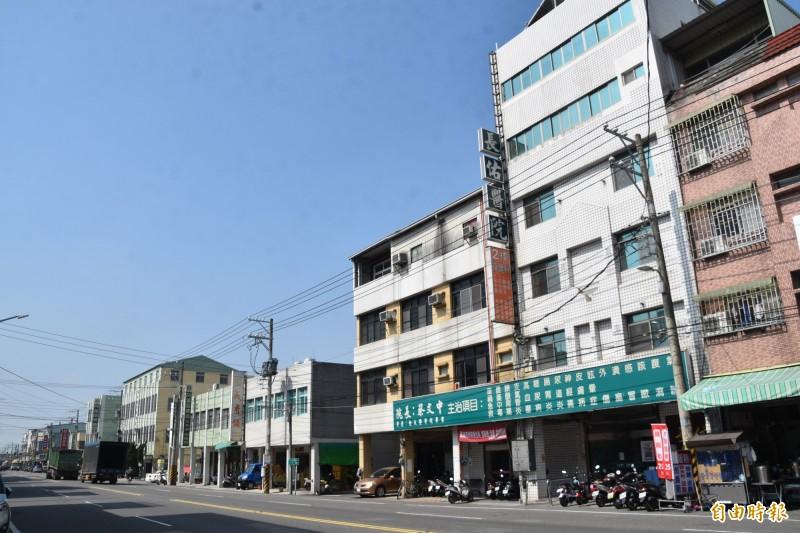 在高市阿蓮區經營將近25年的長佑醫院,院方今天證實將暫時停業。(記者蘇福男攝)