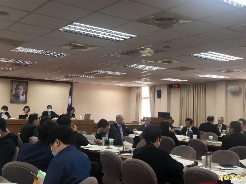 立法院外交委員會審查國合會、台灣民主基金會與太平洋經濟合作理事會中華民國委員會109年度預算。(記者呂伊萱攝)
