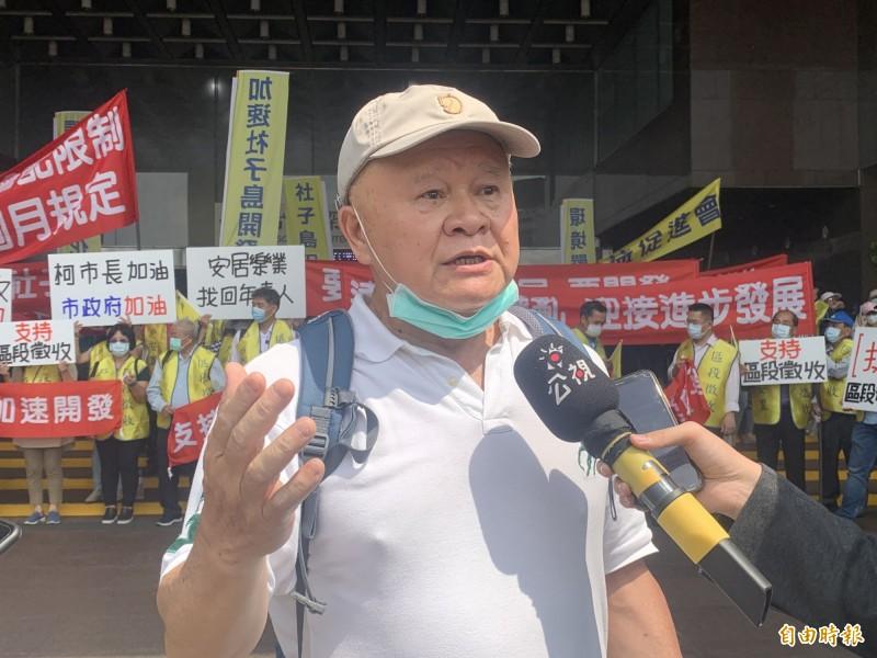 開發派代表楊明照被居民嗆炒作土地。(記者郭安家攝)