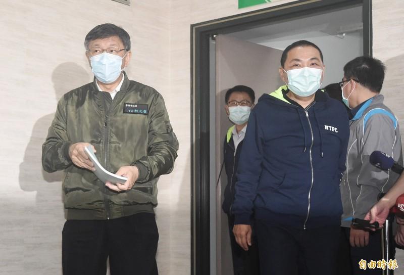 台北市長柯文哲(左)、新北市長侯友宜(右)26日出席雙北合作交流平台109年度市長層級會議。(記者廖振輝攝)