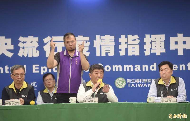 全球武漢肺炎疫情嚴峻,瑞士媒體讚台灣經驗,認為全球應向台灣取經。圖為台灣中央疫情指揮中心記者會一景。(資料照)
