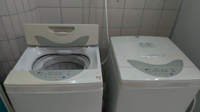 外籍情侶住的地方有洗衣機和脫水機。(花蓮縣衛生局提供)
