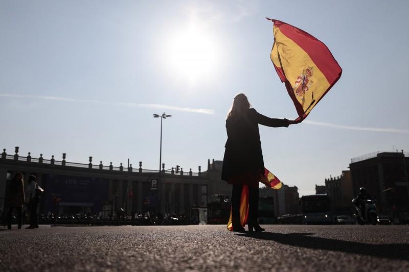 西班牙官方今(26)日宣布,該國境內武漢肺炎累計確診病例數上升至56188例,共有4089人喪生、7015人治癒。(彭博檔案照)