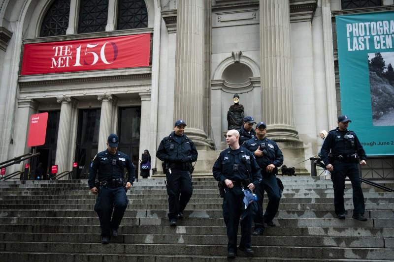 紐約市警局已有235名成員確診。(彭博)