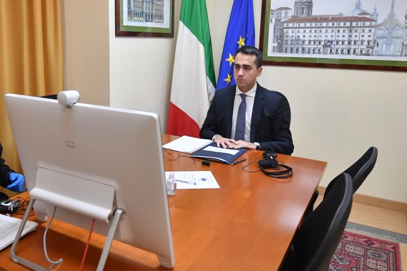 義大利外交部長路易吉·迪馬尤(Luigi Di Maio)參加G7視訊會議。(歐新社)