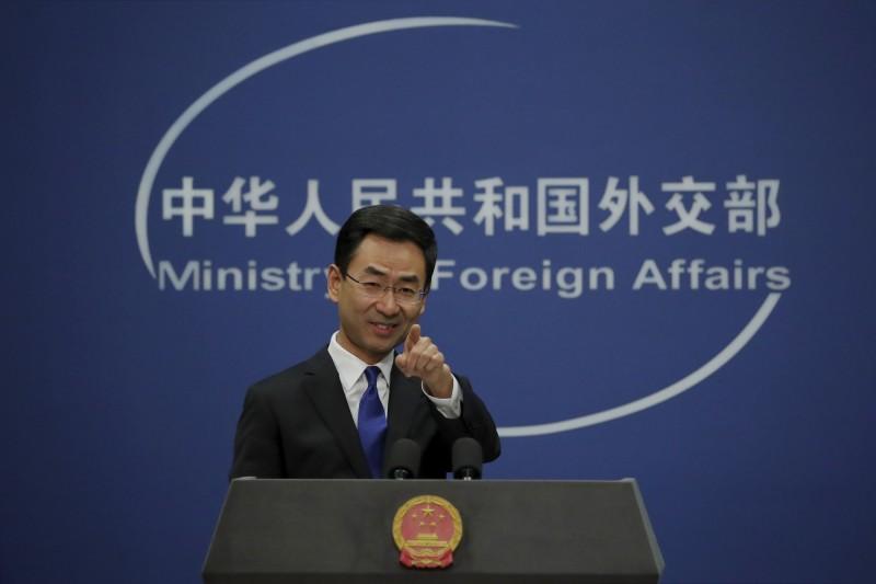 針對美國總統川普批世衛組織偏袒中國一事,中國外交部發言人耿爽稱WHO在疫情期間做出許多貢獻,支持其繼續發揮重要作用。(美聯社)