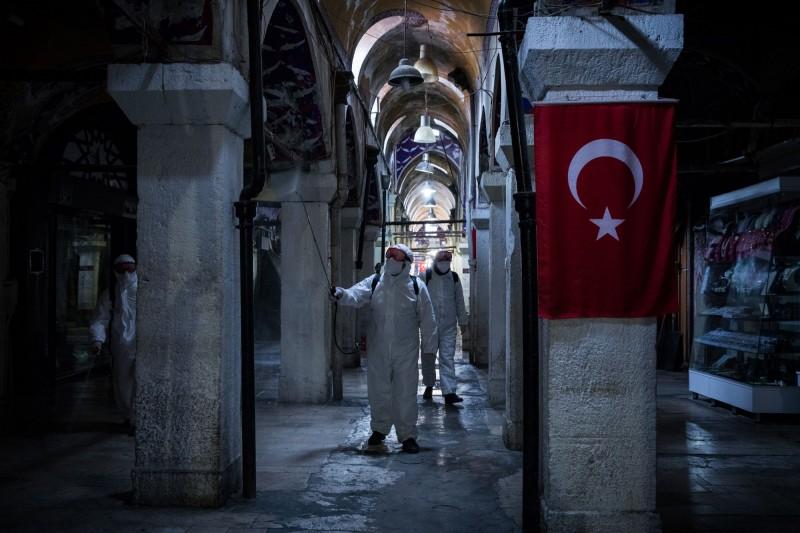土耳其確診及死亡人數皆在週三呈現爆增趨勢。(彭博)