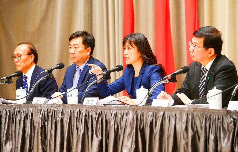 From left, Council of Agriculture Deputy Minister Chen Tien-shou, Deputy Minister of the Interior Chen Tsung-yen, Executive Yuan spokeswoman Kolas Yotaka and Deputy Minister of Transportation and Communications Wang Kuo-tsai take part in a news conference at the Executive Yuan in Taipei yesterday. Photo: CNA