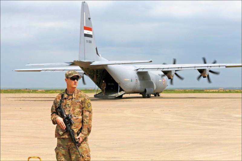 美國領導的國際聯軍二十六日將伊拉克北部的奎亞拉(Qayyarah)機場移交給伊國安全部隊。(路透)