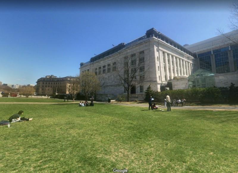 外媒指出,美國幾乎每所醫學院都考慮讓學生提早畢業。圖為哈佛醫學院。(圖翻攝自google map)