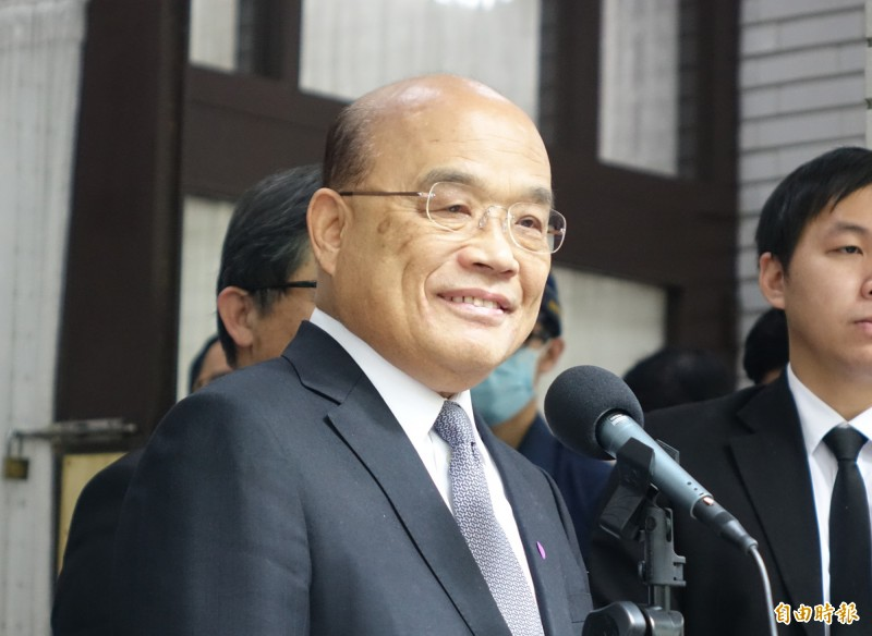 行政院長蘇貞昌出席立法院院會,會前接受媒體聯訪。(記者王藝菘攝)