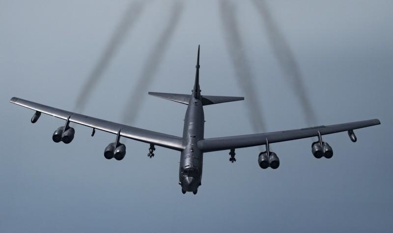2架B-52H轟炸機從關島安德森空軍基地(Andersen Air Force Base)出發,抵近東海防空識別區戰術偵察飛行,地點非常接近台灣。(美聯社資料照)
