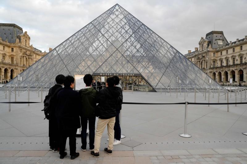 世界上最多參觀人數博物館的羅浮宮,因為武漢肺炎影響被迫閉館。(法新社)