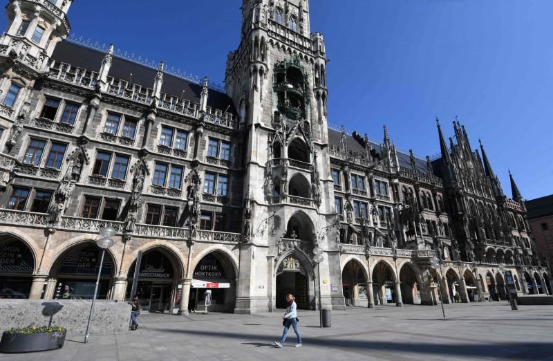 德國瑪利亞廣場原本擁有眾多遊客到訪,但因為武漢肺炎疫情,遊客寥寥可數。(法新社)