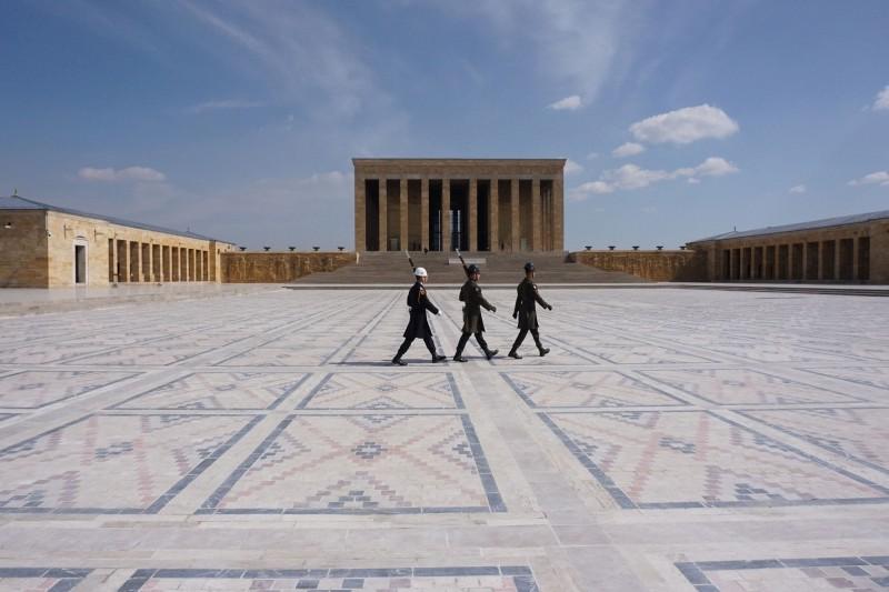 土耳其安卡拉觀光景點國父陵,現在除了哨兵的身影,整片廣場空蕩蕩。(法新社)