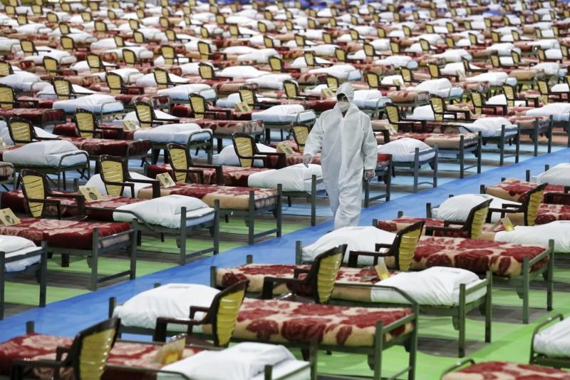 德黑蘭北部的國際展覽館改造成2000床的臨時醫院,要專門收容武漢肺炎的病人。(美聯社)