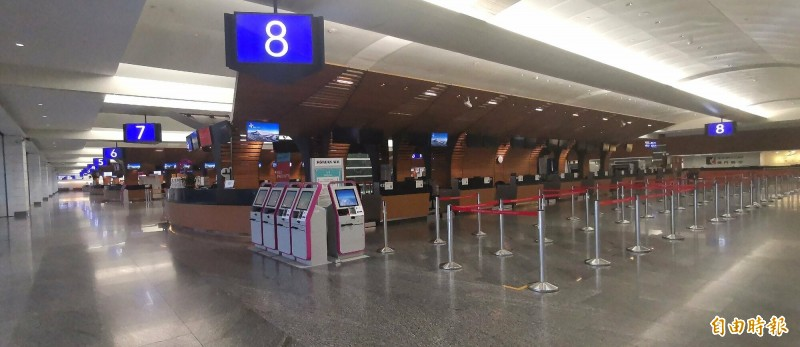 桃園機場29日總入出境人數是2474人次,也是桃園機場啟用以來單日最低入出境人數。(記者姚介修攝)
