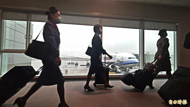 華航第二架次「類包機」30日下午4點21分起飛,若在上海登機作業順利,預計今晚9點50抵台。(記者姚介修攝)