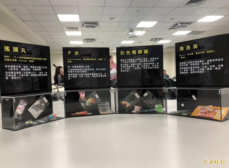桃園市政府教育局去年率全國之先製作「藥物濫用新興毒品擬真模型盒」作為教材,透過仿真的模型盒,讓學子了解新興毒品可能出現的樣貌,避免受誘惑而誤食。(記者魏瑾筠攝)