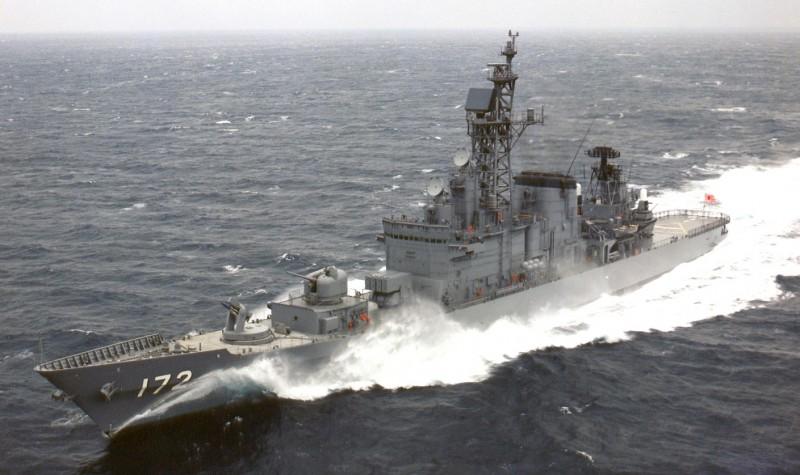 日本海上自衛隊護衛艦島風號(DDG-172)今傳出在東海與中國漁船相撞,左舷後方破洞。(圖擷取自日本海上自衛隊官網)