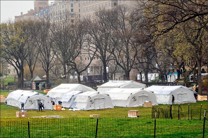 總部位於美國北卡羅萊納州的基督教福音派慈善機構「撒瑪利亞救援會」(Samaritan's Purse),廿九日在紐約市中央公園東密多(East Meadow)草坪區,搭建有六十八個病床的緊急野戰醫院,尤其設有一間針對武漢肺炎主要症狀的呼吸治療室。該機構計畫和美國聯邦緊急事故管理總署(FEMA)及紐約西奈山醫院(Mount Sinai Hospital)合作,最快在兩天內開始收治確診患者。(美聯社)
