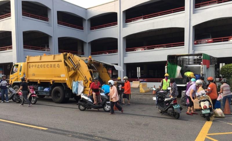 清明節連假,中市垃圾收運不打烊。(圖台中市政府提供)