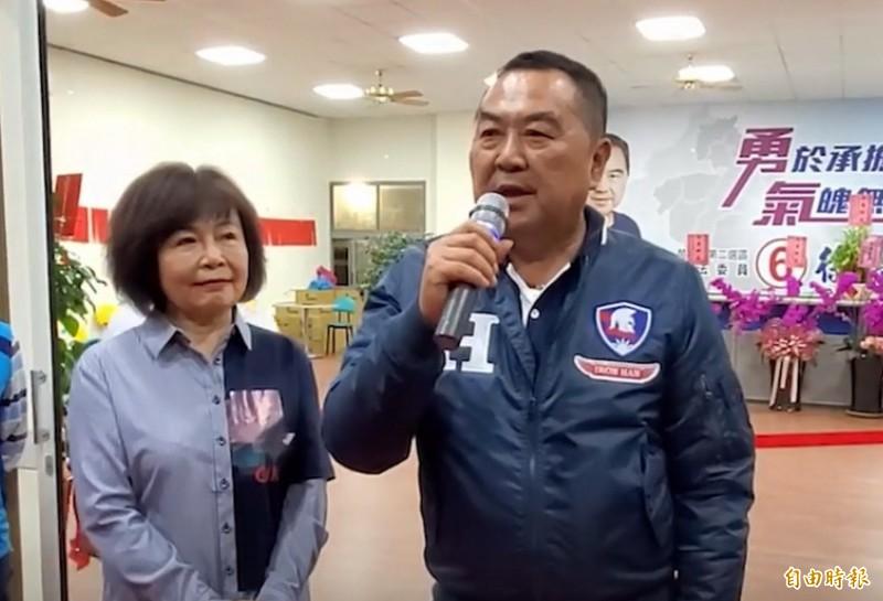 最新財產申報出爐,立委徐志榮(右)與妻子王慧珍(左)的存款1201萬元、土地42筆。(資料照,記者蔡政珉攝)
