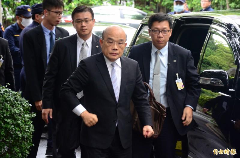 行政院院長蘇貞昌出席立法院院會,會前接受媒體聯訪。(記者王藝菘攝)