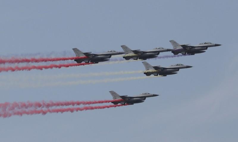 美國同意軍售南韓1.94億美元軍配,協助升級F-16戰鬥機。(美聯社)