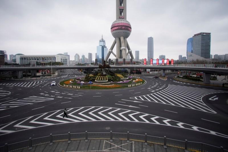 上海的東方明珠塔29發佈公告,從30日起臨時關閉。(路透資料照)